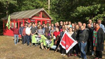 Gewerkschafter*innen und AG Alternative Wirtschaftspolitik demonstrieren Solidarität mit dem Klimastreik von Fridays for Future.