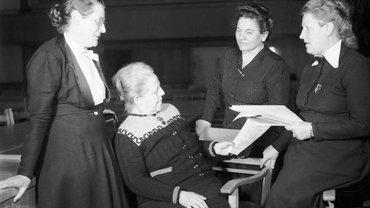 Die Mütter des Grundgesetzes 1949 (v.l.n.r.): Helene Wessel, Helene Weber, Frieda Nadig und Elisabeth Selbert
